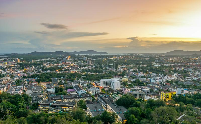 在Khao的风景敲响了普吉岛市,普吉府,泰国观点日落的 免版税库存照片