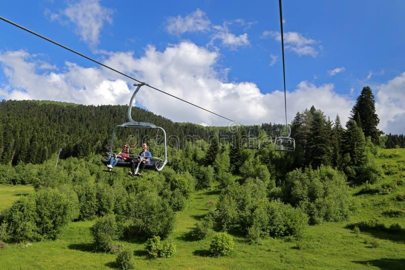 在Khatzvali滑雪场的驾空滑车  免版税图库摄影