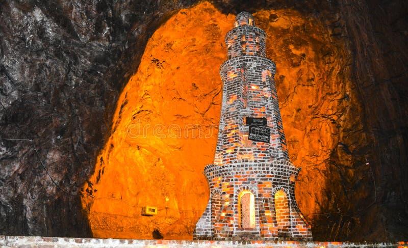 在Khewra矿里面的盐尖塔 库存图片