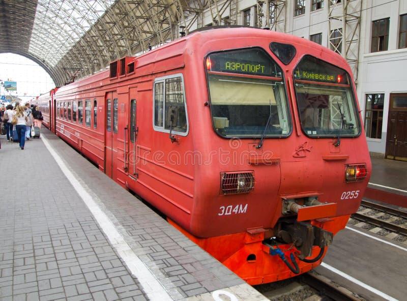 在Kievsky火车站的平台的Aeroexpress 库存图片