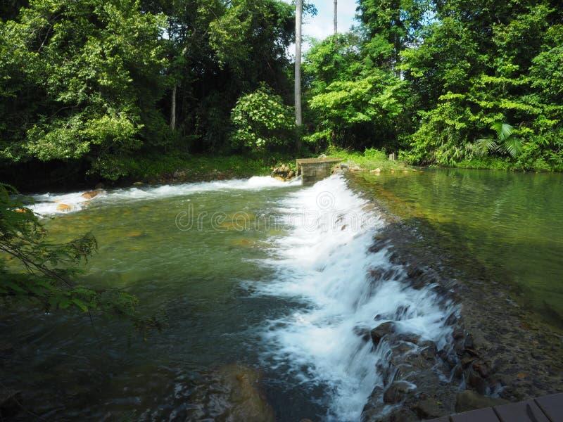 在Klong钳子计划的人造瀑布 免版税库存图片