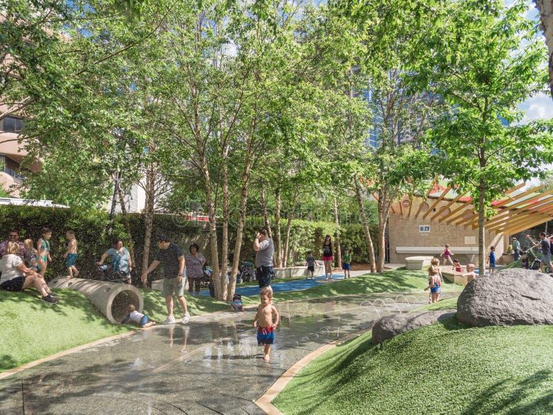 在Klyde沃伦公园的儿童地区在街市达拉斯,得克萨斯 图库摄影