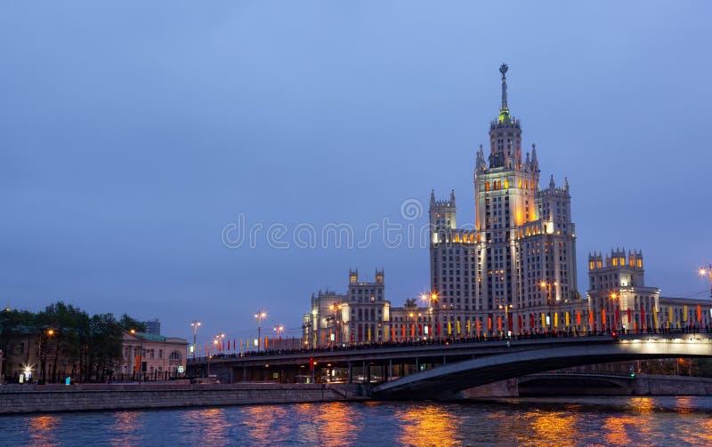 在Kotelnicheskaya堤防的高层建筑物 库存照片