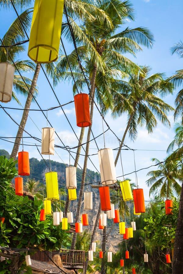 在Krabi的垂悬的五颜六色的庆祝装饰元素, Th 免版税库存图片