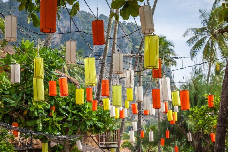 在Krabi的垂悬的五颜六色的庆祝装饰元素, Th 库存图片