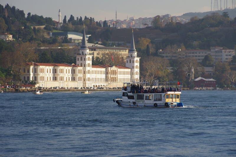 在Kuleli军事高中附近的小船,伊斯坦布尔 免版税库存照片