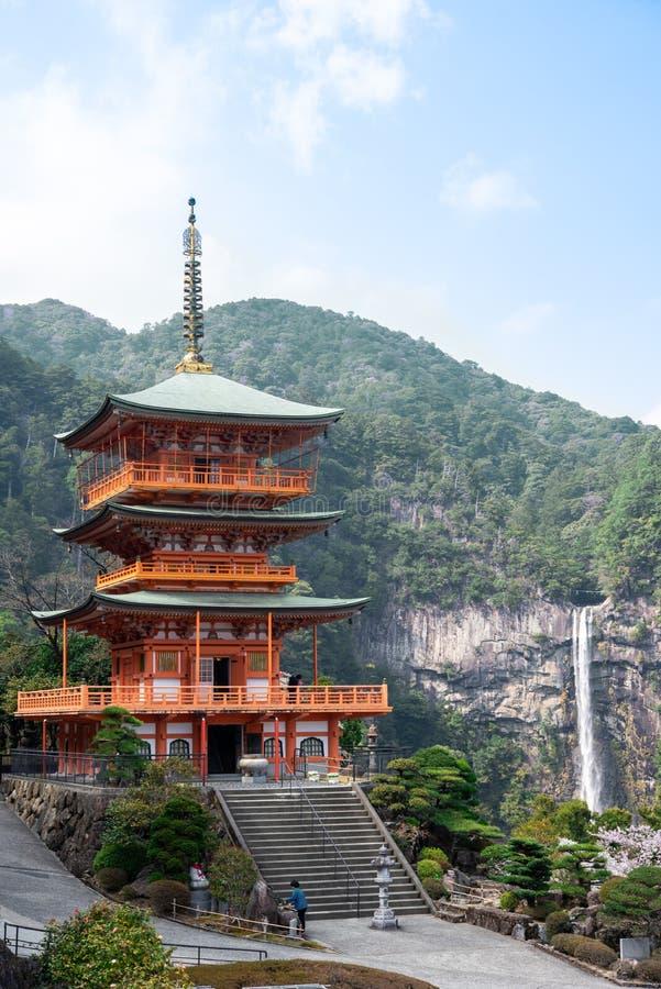 在Kumano Kodo朝圣路线的Nachi Taisha,最高的水 免版税图库摄影
