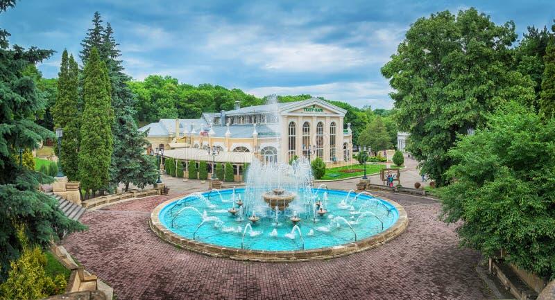 在Kurortniy Glavny公园入口的喷泉 Essentuki,鲁斯 免版税库存图片