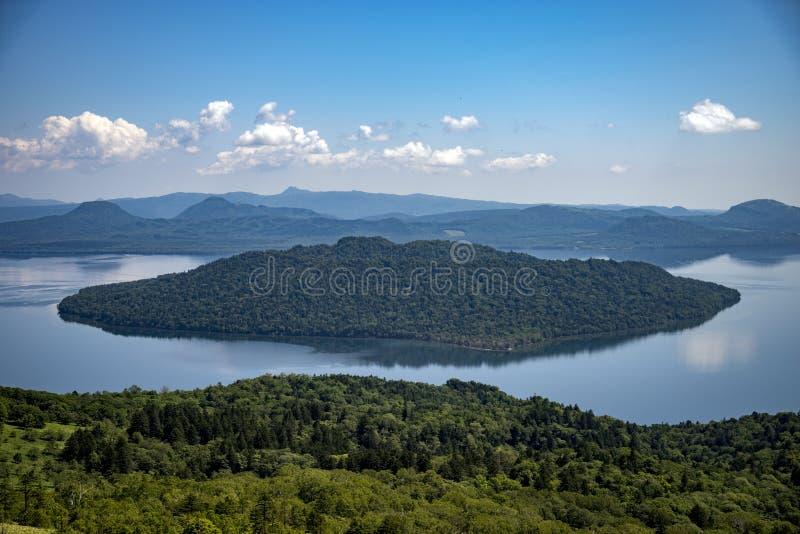 在Kussharo湖的看法从风景Bihoro通行证路 库存图片