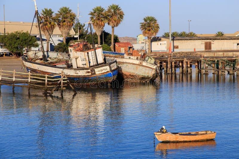 在LÃ ¼ deritz港口的渔船 库存图片
