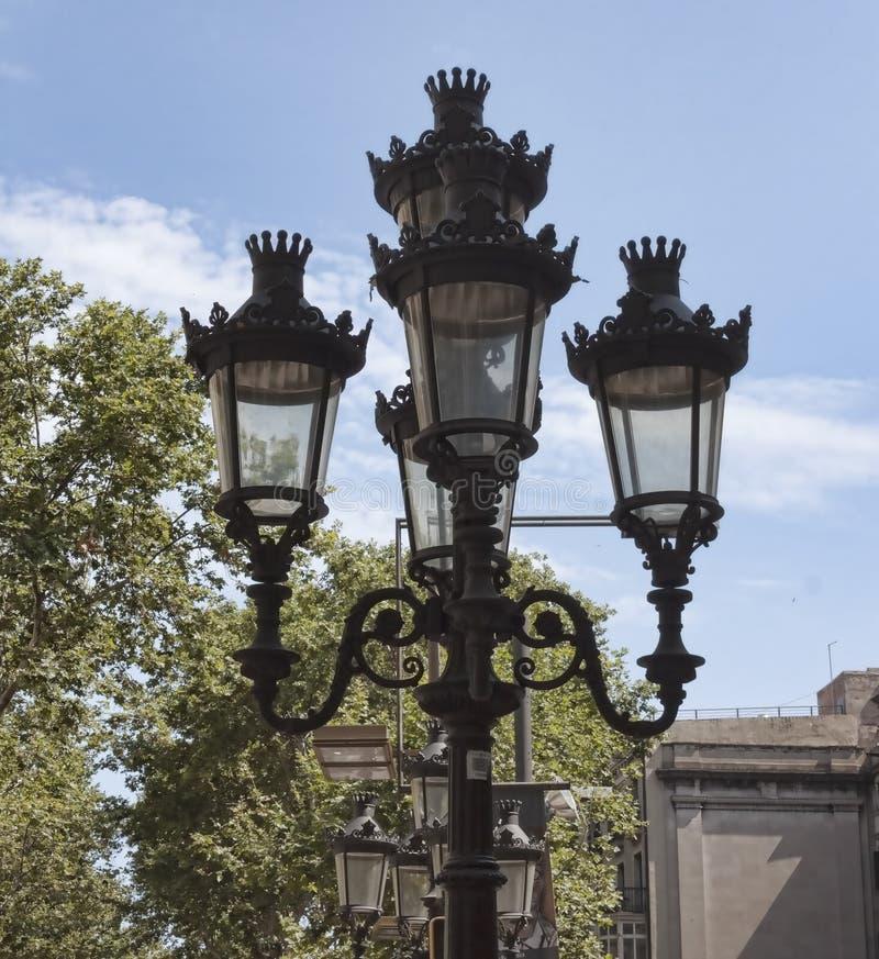 在La兰布拉的光在巴塞罗那 库存照片