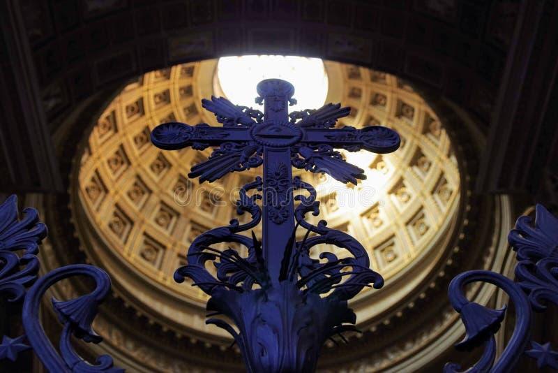 在Lateran罗马意大利大教堂的十字架  免版税库存图片