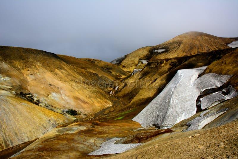 在laugavegur艰苦跋涉的流纹岩山 图库摄影