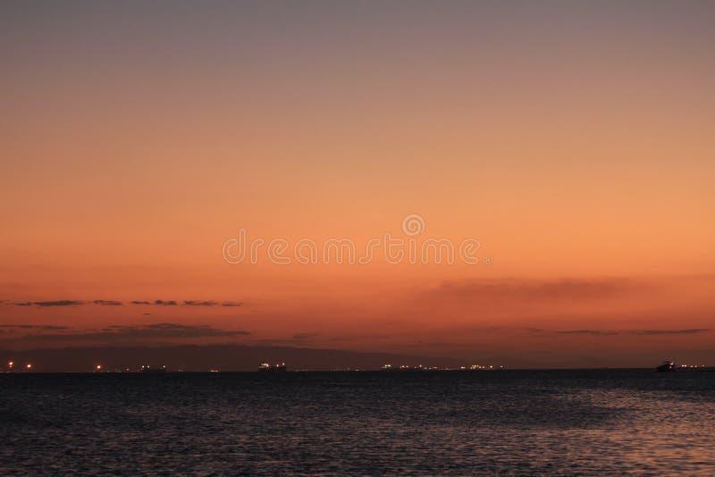 在lecheria el morro,委内瑞拉海滩的美丽和轻地日落 免版税图库摄影