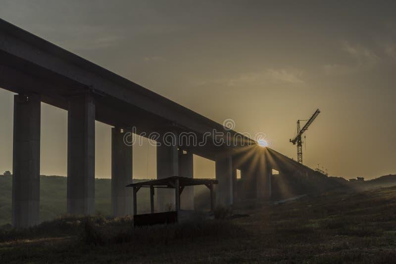 在Likavka村庄附近的高速公路桥梁 库存图片