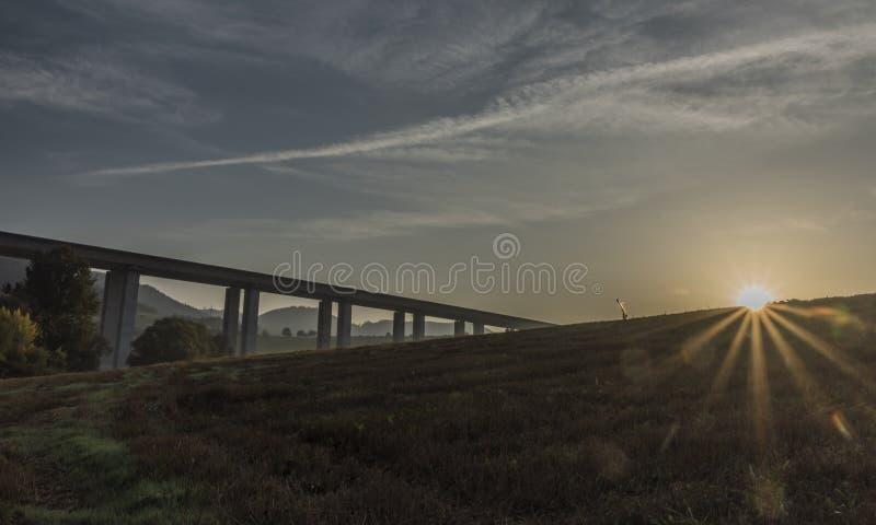 在Likavka村庄附近的高速公路桥梁 免版税图库摄影