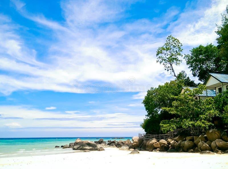 在Lipe海岛Satun泰国上的小船 免版税库存照片