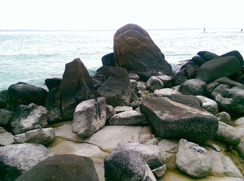 在Lipe海岛Satun泰国上的岩石 库存照片