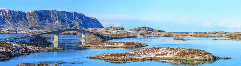 在Lofoten,挪威海岸的桥梁, 库存图片