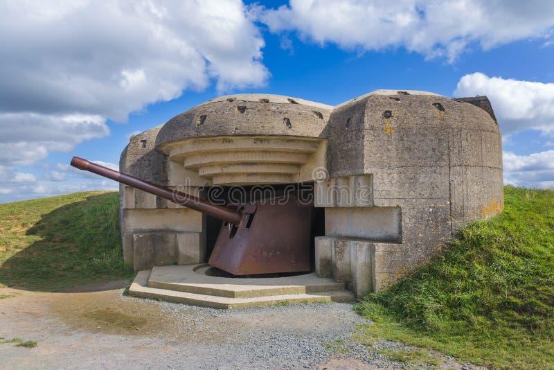 在Longues苏尔梅尔-诺曼底法国的老德国大炮 免版税库存照片