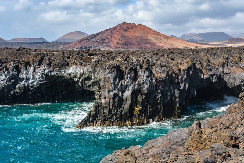 在Los Hervideros的火山的沿海风景在兰萨罗特岛,西班牙 库存照片