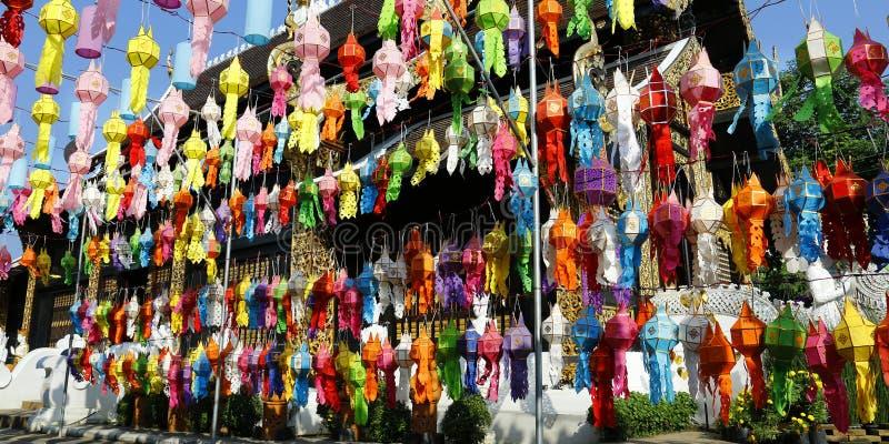 在Loy krathong节日期间的五颜六色的灯笼 清迈,泰国 库存照片