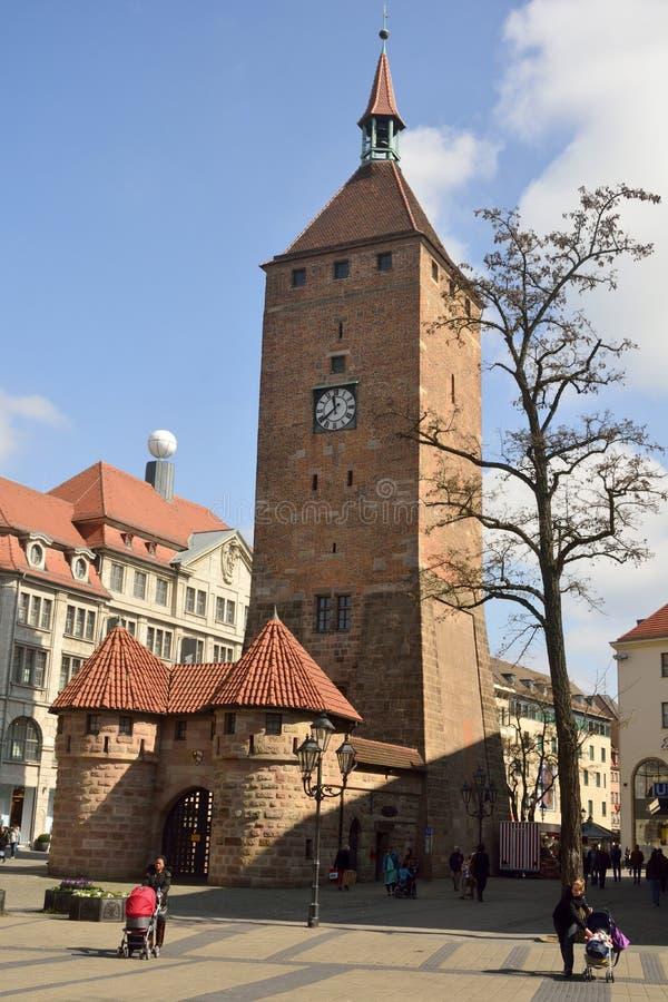 在Ludwigspl广场的韦瑟雷Turm塔在纽伦堡 免版税库存图片