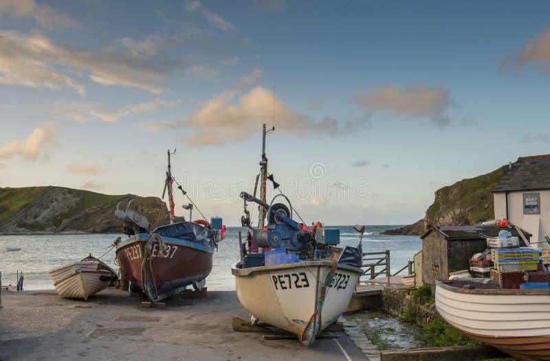 在Lulworth小海湾多西特的渔船 免版税库存图片