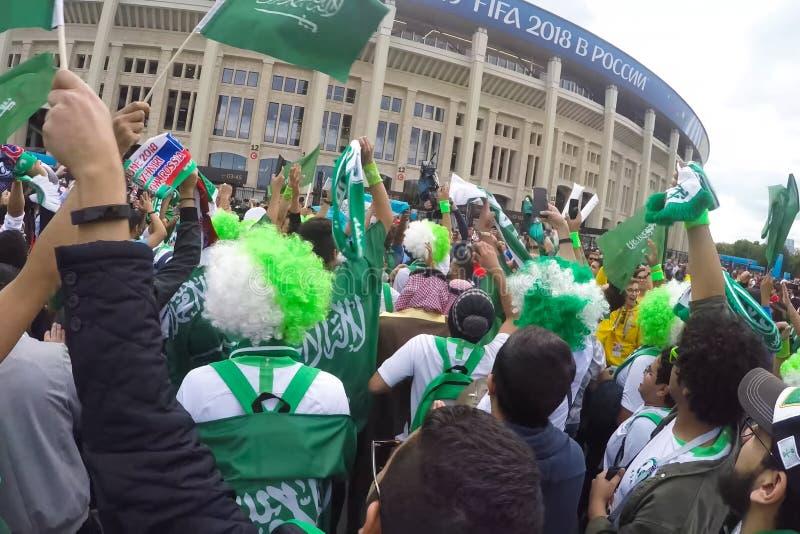 在Luzhniki体育场旁边在莫斯科,聚集为沙特阿拉伯扇动 免版税库存图片