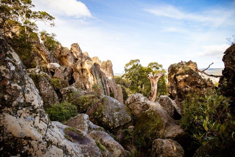 在Macedon范围的垂悬的岩石 图库摄影