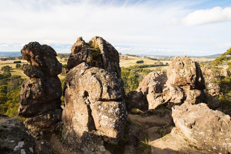 在Macedon范围的垂悬的岩石 免版税库存照片