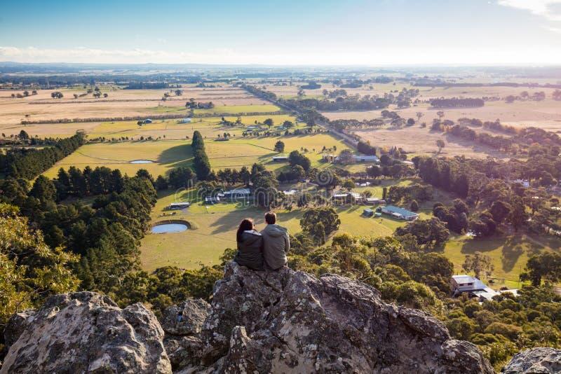 在Macedon范围的垂悬的岩石 免版税库存图片