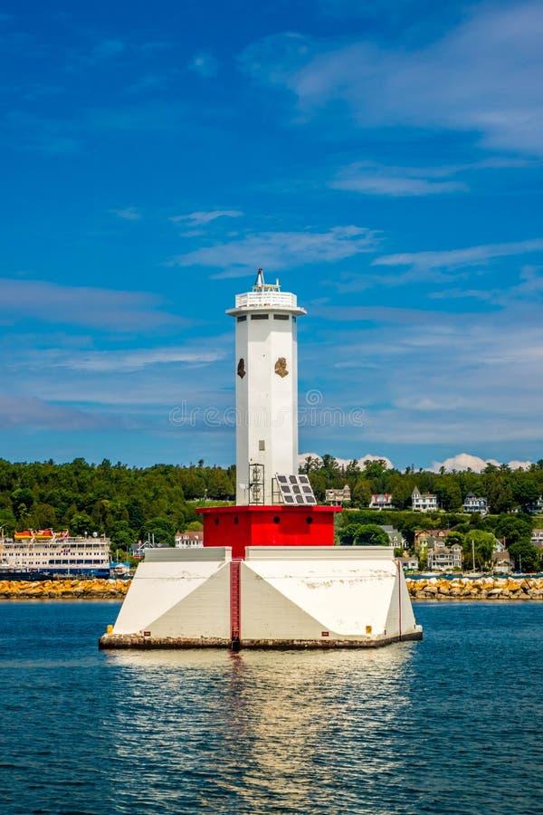 在Mackinac海岛St伊格曼山,密执安的圆的海岛灯塔 免版税库存照片