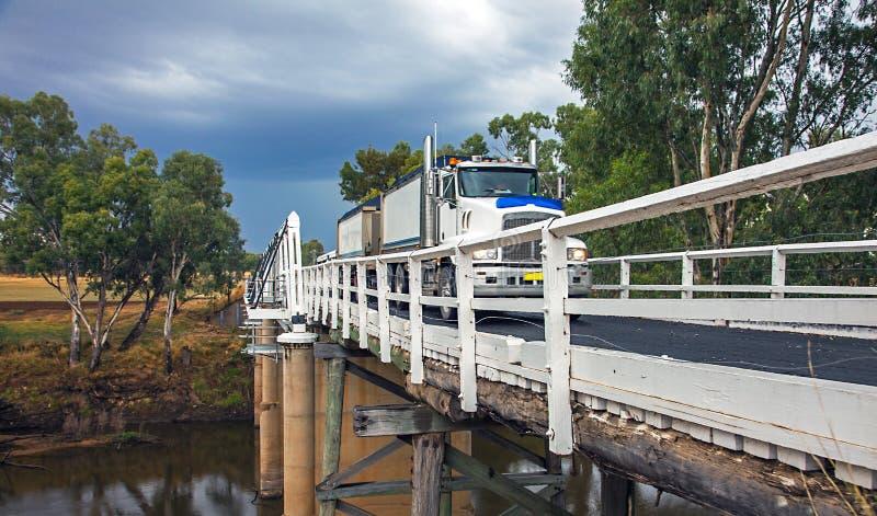 在Macquarie河的Rawsonville桥梁在Dubbo附近 免版税库存照片
