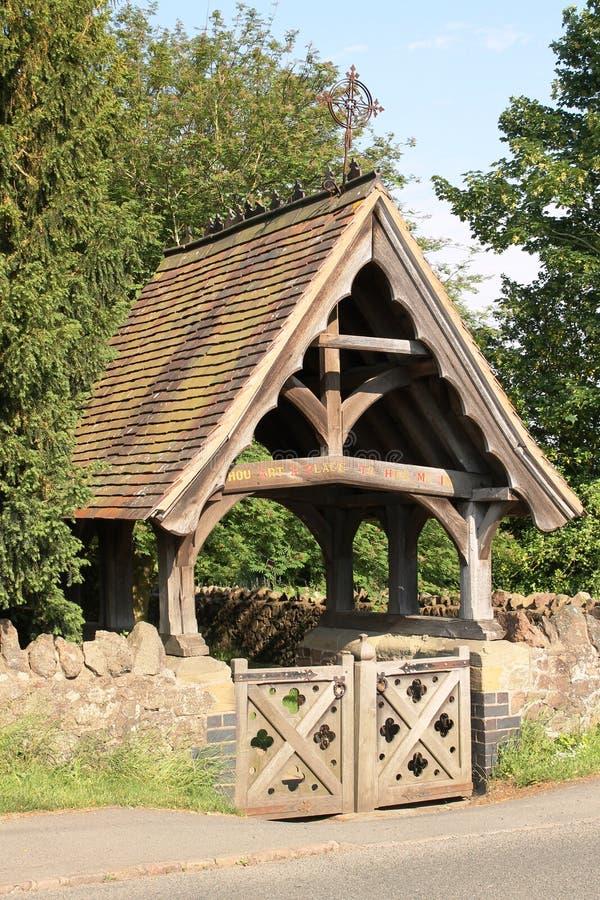 在Madresfield教会,英国的Lychgate 免版税库存照片