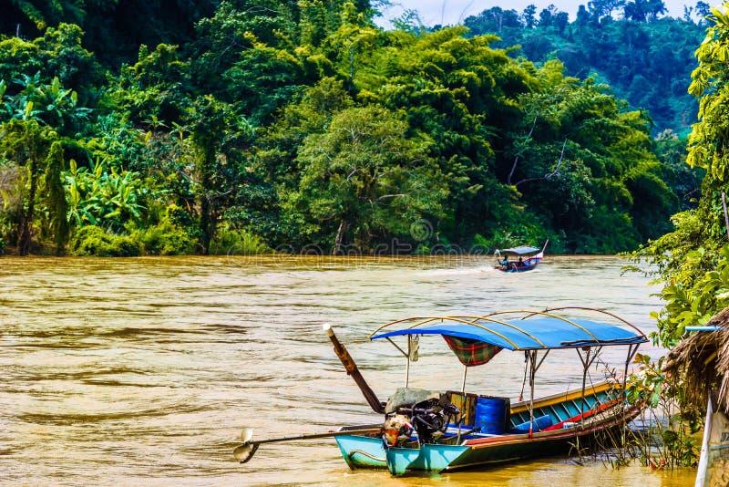 在Mae Nam Kok河的小船清莱-泰国 图库摄影