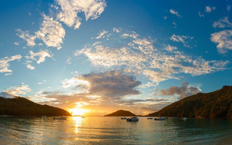 在Mahe海岸的日落  免版税库存图片