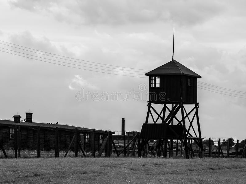 在Majdanek德国纳粹集中营,鲁布林,波兰的警卫塔 免版税图库摄影