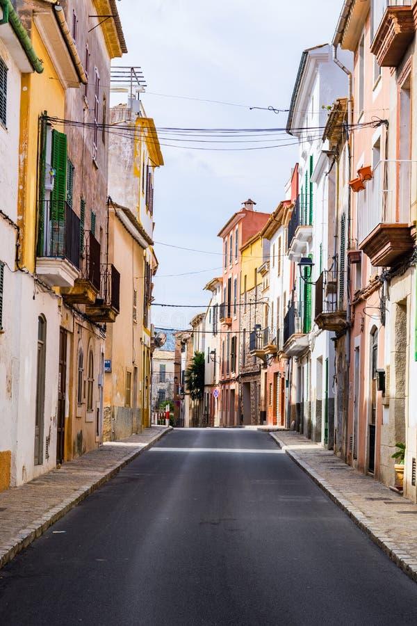 在majorca, soller的一个典型的村庄胡同 免版税库存照片