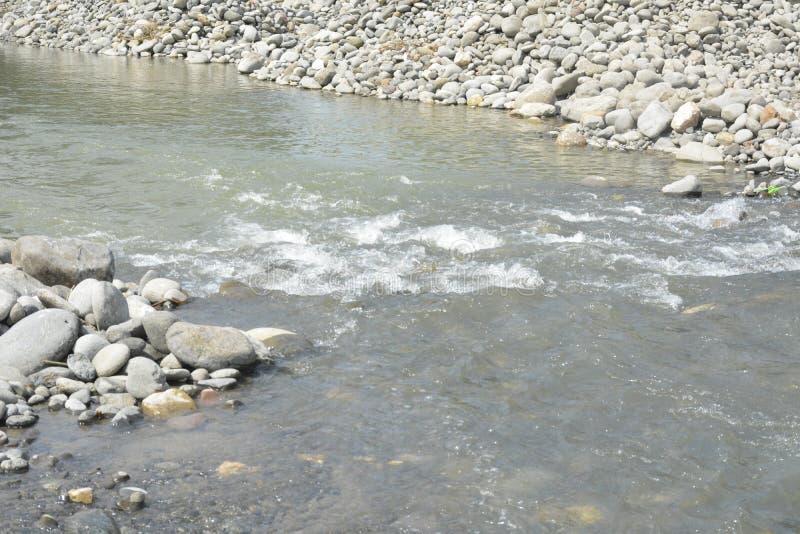在Mal河岸, Matanao,南达沃省,菲律宾的沙子和石渣聚集体 免版税库存照片