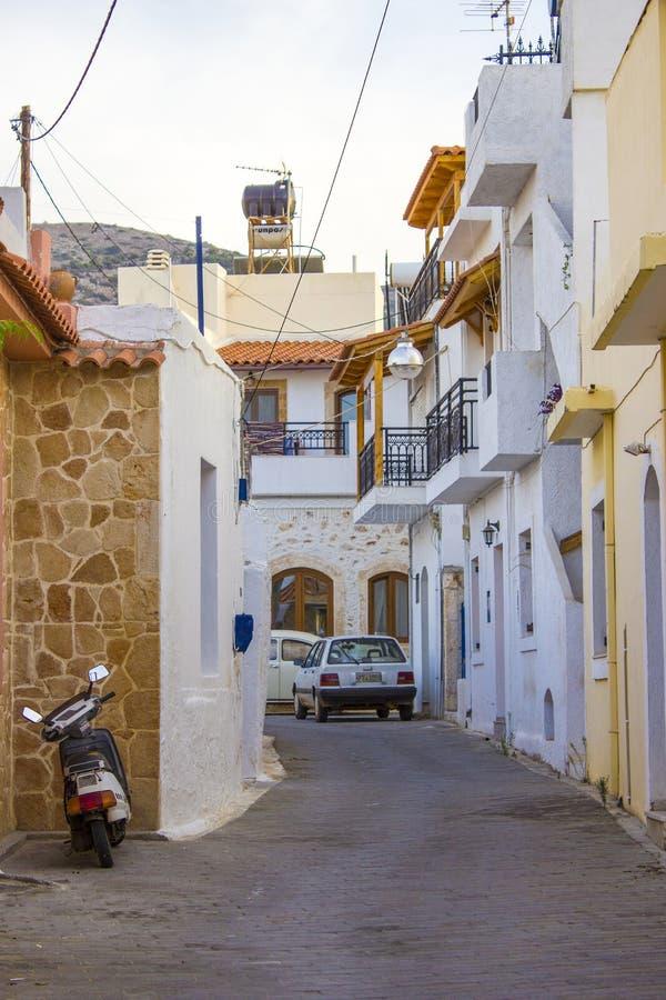 在Malia的老部分的狭窄的街道 图库摄影