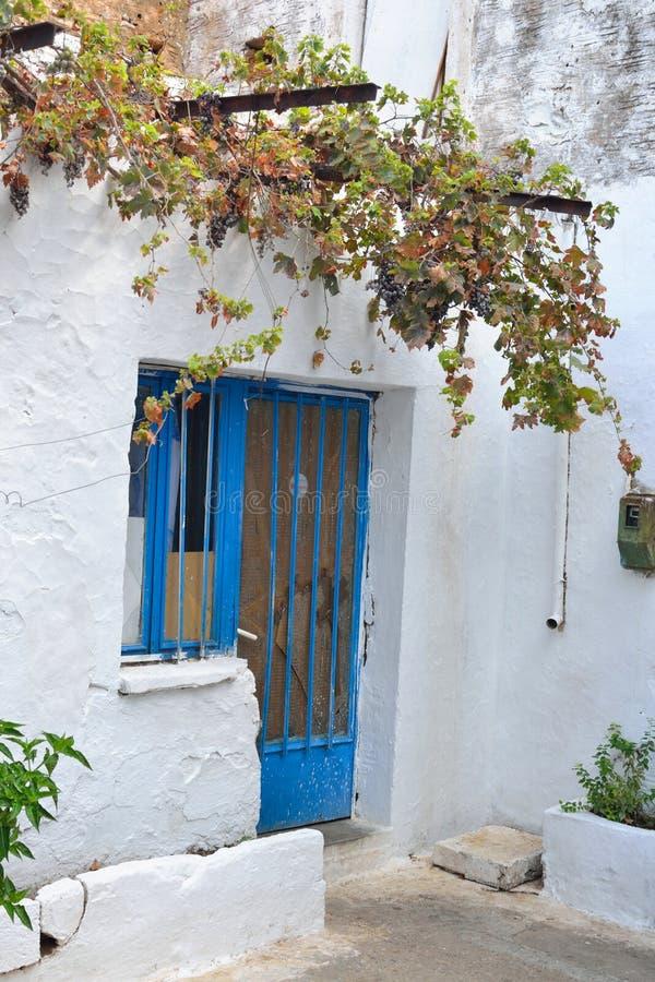 在Malia的老部分的老被放弃的大厦 免版税库存照片