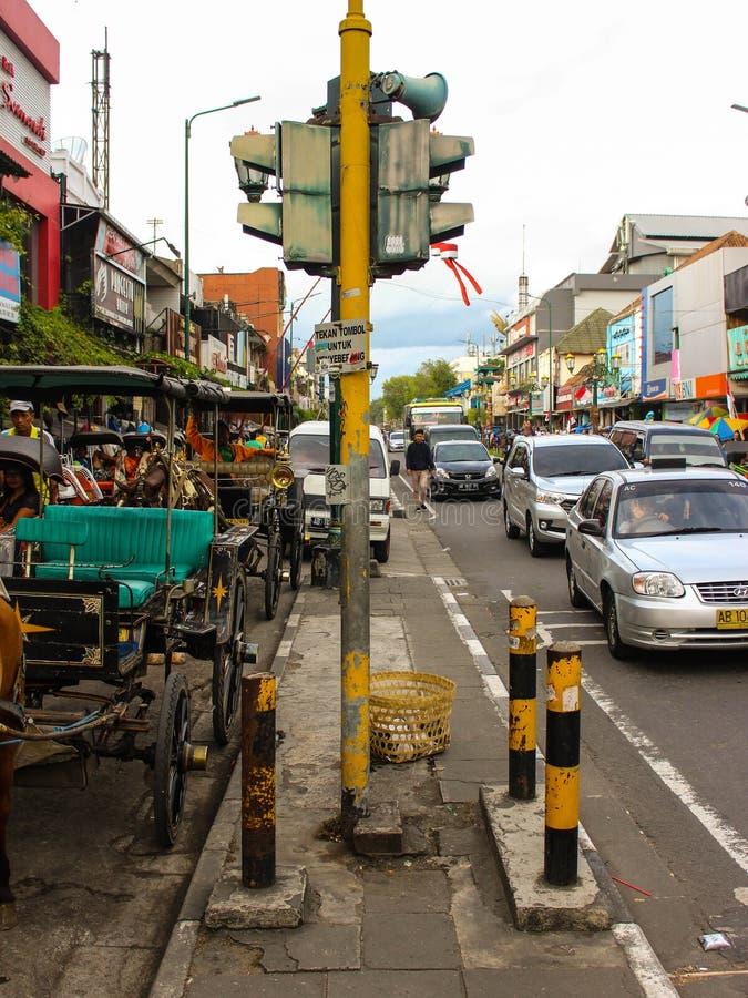 在Malioboro街的老红绿灯 库存图片