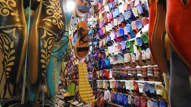 在Marakesh,毛罗茨souks的鞋子  免版税库存照片