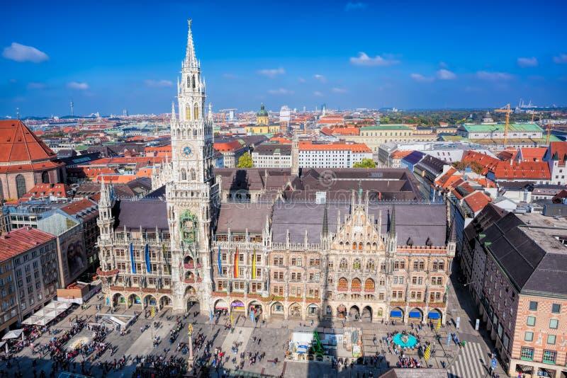 在Marienplatz城镇厅的看法在慕尼黑,德国 库存照片