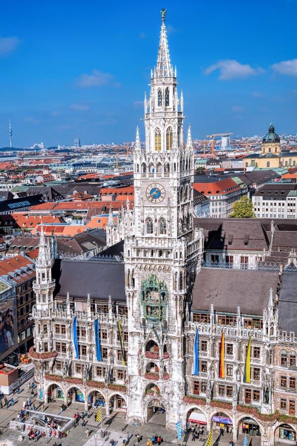 在Marienplatz城镇厅的看法在慕尼黑,德国 免版税库存图片