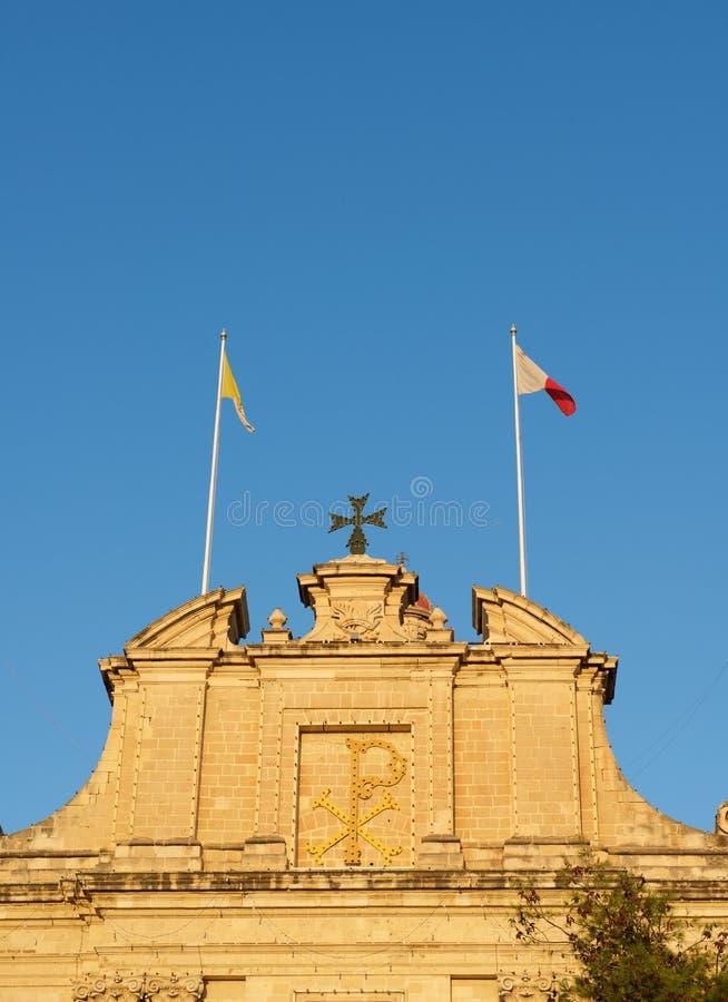 在Marsaxlokk村庄,马耳他分割我们的波纳佩的夫人教会的照片在日落小时 这个天主教教区教堂 免版税库存照片