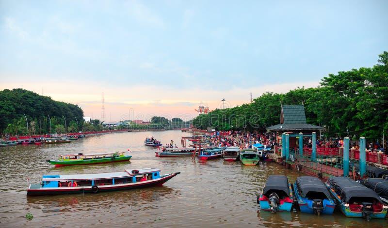 在Martapura河的浮动市场 库存照片