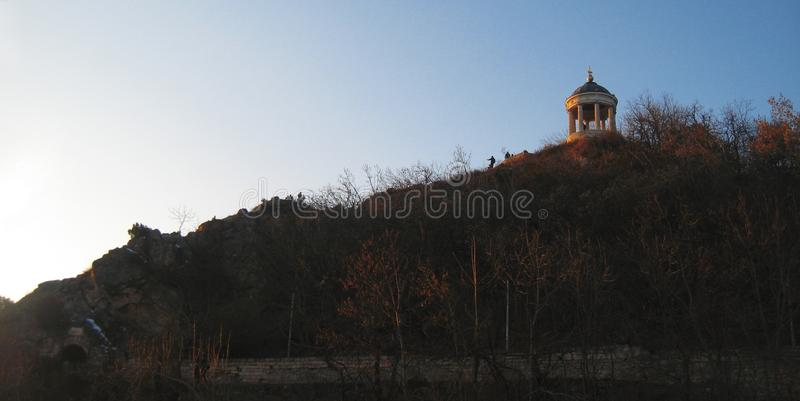 在Mashuk山的Aeolus竖琴 Pyatigorsk地标和Monumen 免版税库存照片