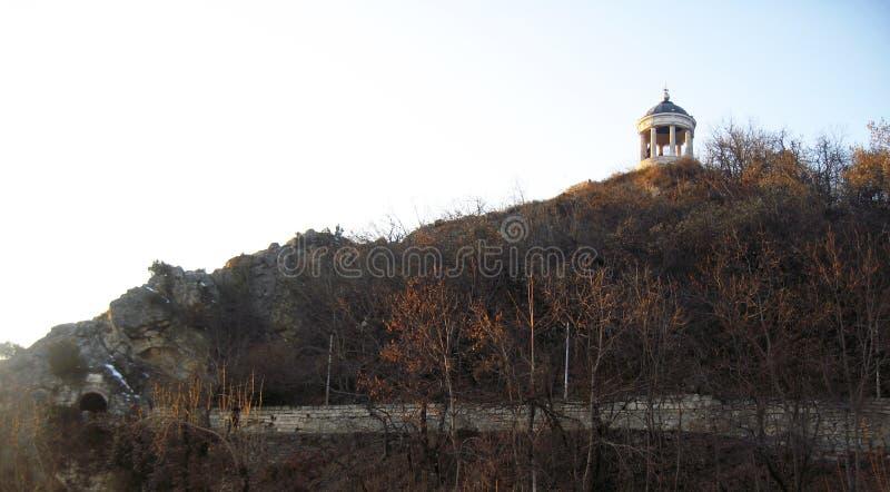 在Mashuk山的Aeolus竖琴 Pyatigorsk地标和Monumen 库存图片